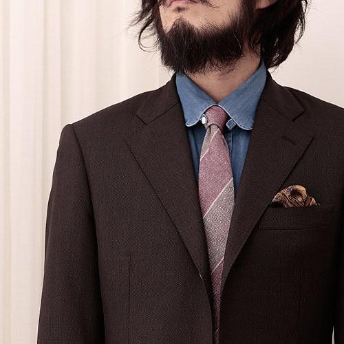 ツンドラのストライプネクタイとデニムシャツ