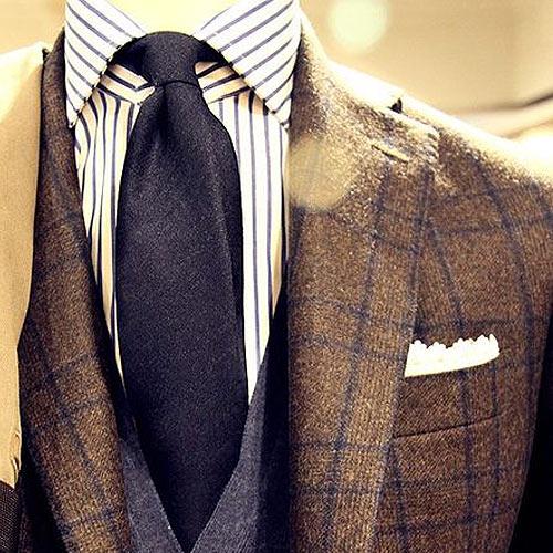 紺の無地ネクタイ