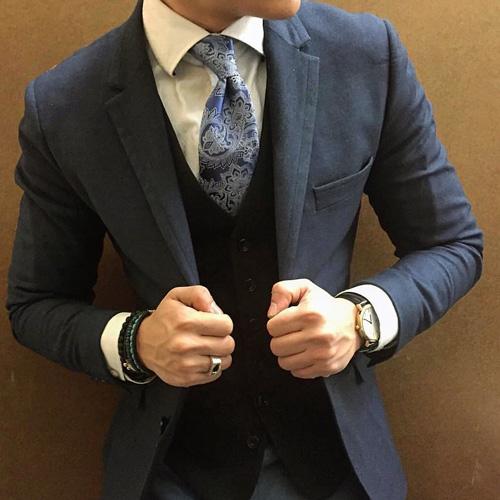グレースーツと柄ネクタイ2