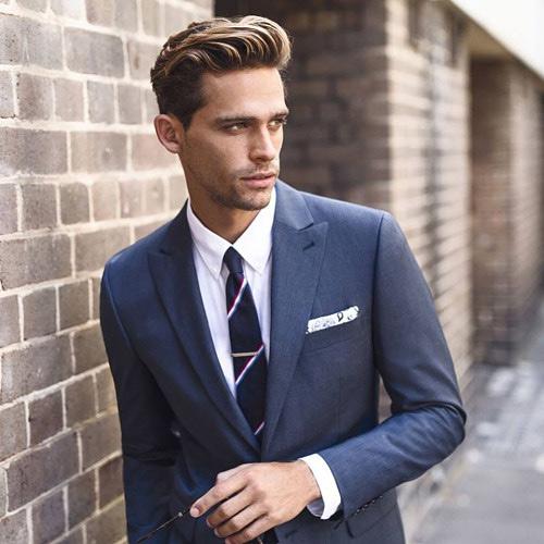 グレースーツと紺ネクタイ4