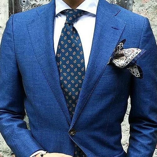 ブルースーツに合うブルーネクタイ
