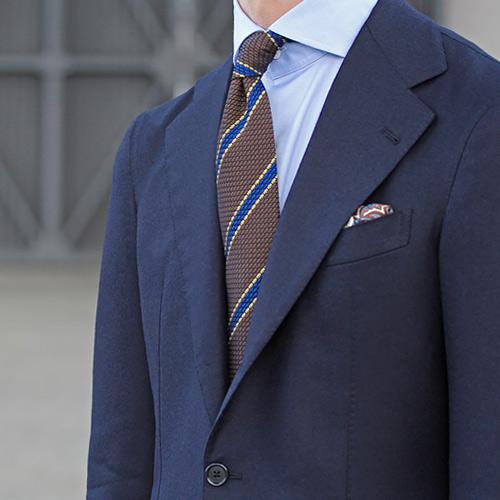 紺のスーツに合うブラウンネクタイ1