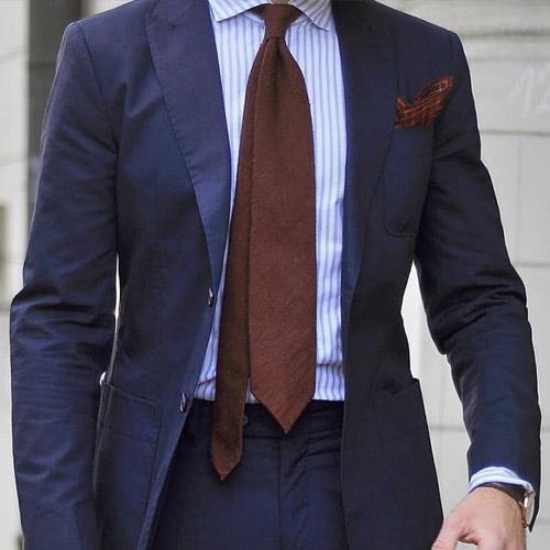紺のスーツに合うブラウンネクタイ5