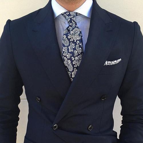 紺のスーツに合う紺ネクタイ