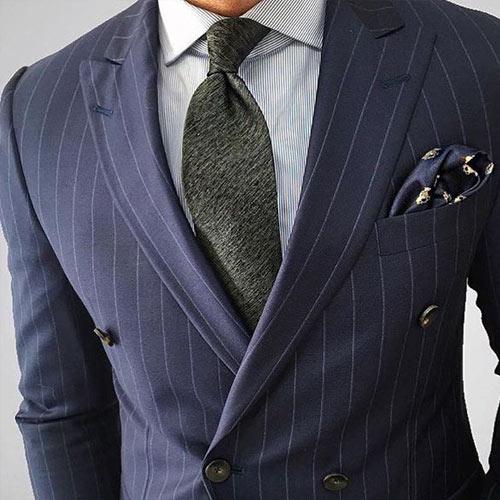 ストライプスーツに合うネクタイ