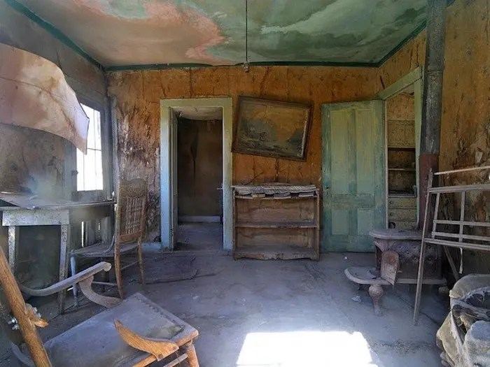 Abandoned house in Henry River Mill Village