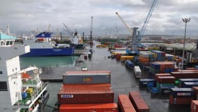 وزيرا التجارة والنقل يتفقان على تسريع وتيرة رفع الحاويات الراجعة بالنظر لديوان التجارة