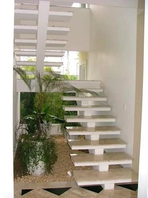 escalier flottant et palier beton coulée