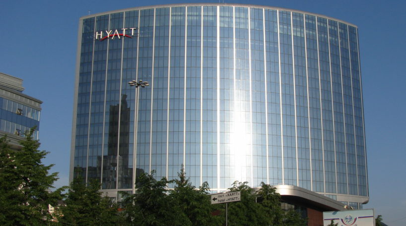 Hyatt presenta y retira OPA NH