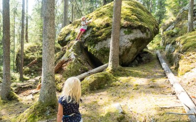 På trolljakt gjennom grotter i Jätteberget