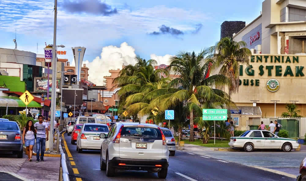 Avenida Kukulkán, Cancún