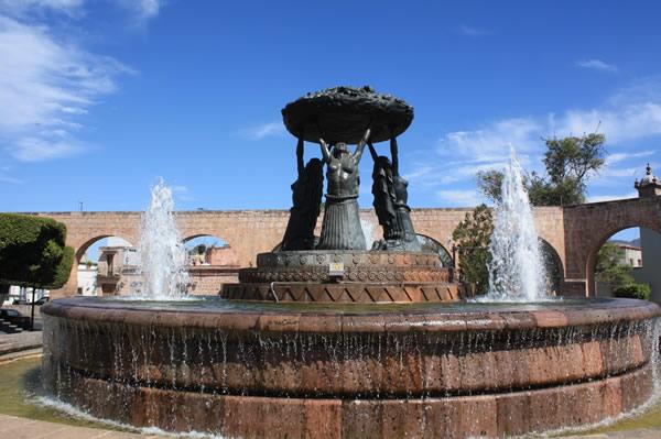 De la Fuente de las Tarascas a la Plaza Morelos, Michoacán