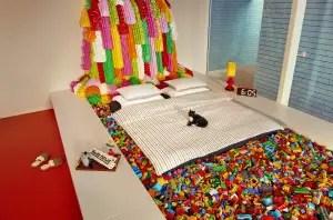 Vinderne af konkurrencen slipper heldigvis for at sove direkte oven på LEGO klodserne. (Foto: Airbnb)