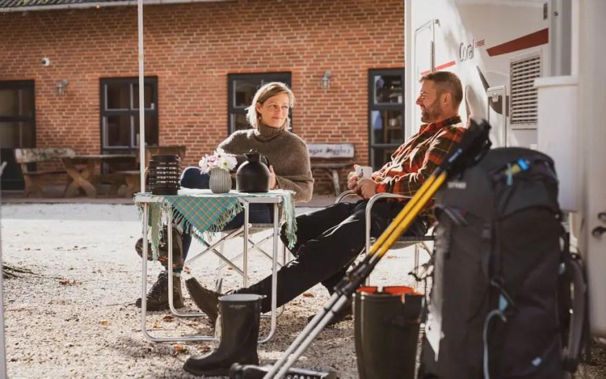 Autocamperturismen er i vækst, og med guidebogen Pintrip får man adgang til gratis overnatning hos over 180 værter fordelt i Danmark. Bag guiden står iværksætterne Henriette og Peter Rask. (Foto: Frederik Maj)