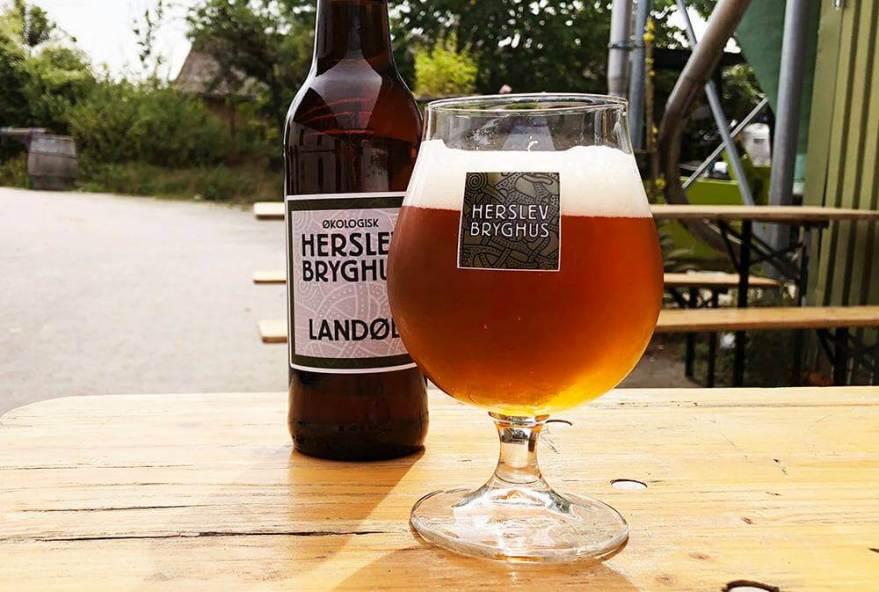 Pause med god øl. (Foto: VisitFjordlandet)