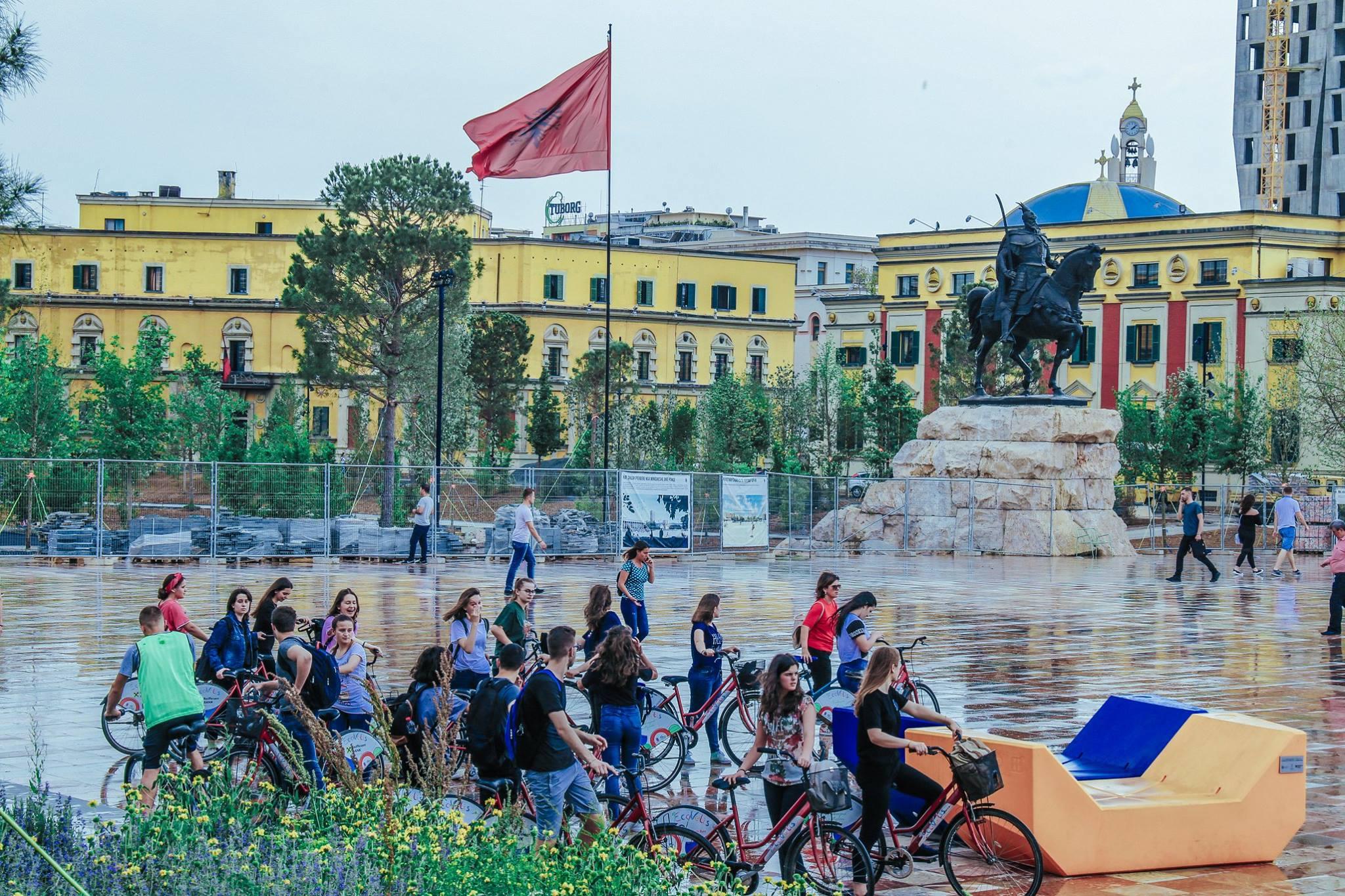 Pazza Scanderbeg Tirana, Albania