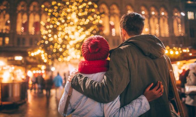Troverai tante immagini simpatiche, divertenti, immagini di babbo natale, immagini di animali con addobbi natalizi, simpatici e divertenti pupazzi di neve, oppure immagini con alberi di natale decorati ed addobbati. 5 Luoghi Dove Si Trascorre Il Natale Piu Romantico