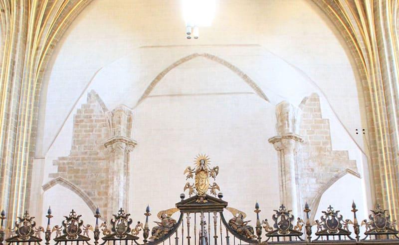 corte-pies-cruz-latin-catedral-nueva-renacentista-plasencia