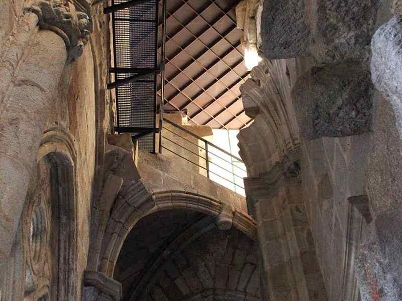Muro-dentado-catedral-Plasencia