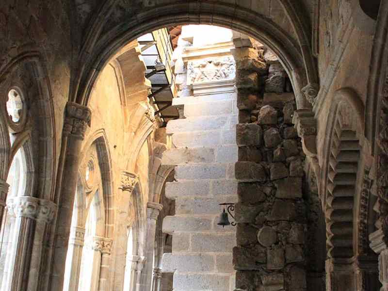 muro-dientes-catedral-plasencia