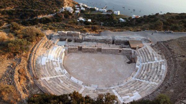 milos grecia teatro romano