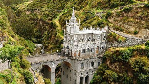 santuario de las lajas una imagen aerea del templo donde se aprecia toda su belleza