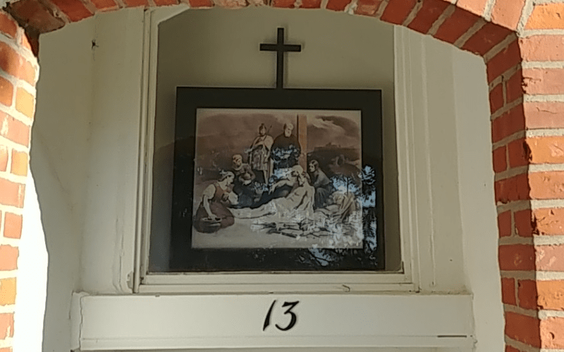Estación XIII del Via Crucis iglesia san donato