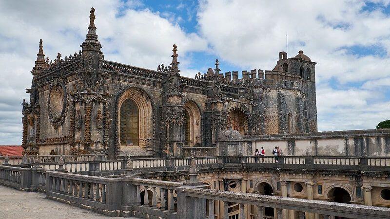 Qué hacer en Fátima y alrededores: la historia religiosa de Portugal desde el famoso santuario, hasta un convento y un monasterio a descubrir