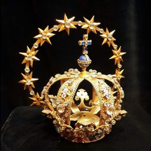 corona virgen de lujan turismo religoso