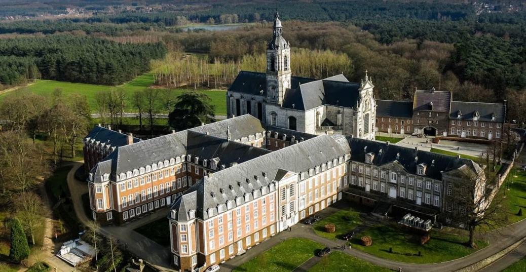 Abadías y monasterios en los Países Bajos y Bélgica