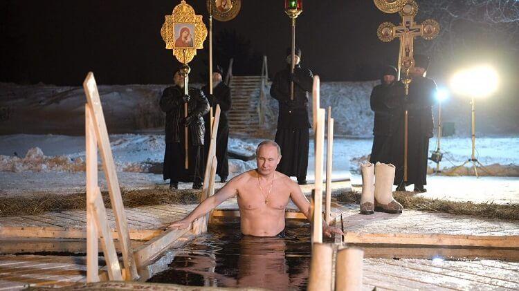 putin bañandose en aguas heladas ritual religioso
