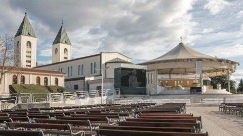 Sin turistas, el lugar de peregrinaje católico de Bosnia se ha convertido en una ciudad fantasma
