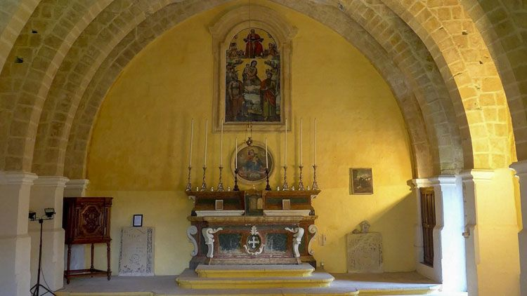 interior del templo en malta
