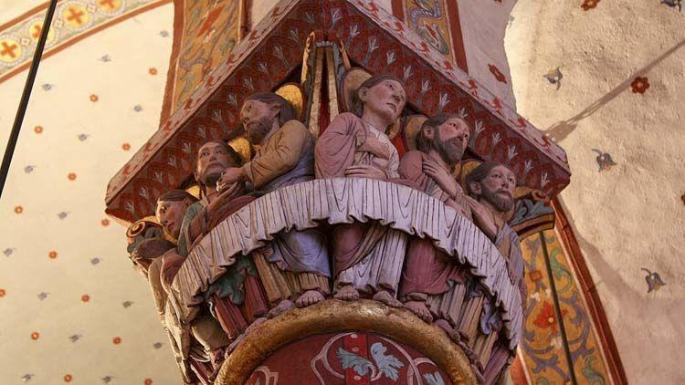 El capitel más bello es la de la Última Cena, reconocible por el mantel que lo rodea.