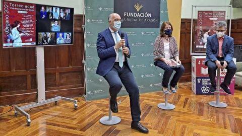 nota de prensa, fotografía y cartel de la presentación del Ciclo Internacional de Órgano de Torreciudad que ha tenido lugar hoy en la Fundación Caja Rural de Aragón