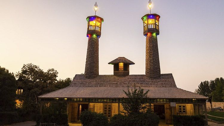 Minaretes de la mezquita de madera, mezquitas iraníes – Crédito: Morteza Amin al-Ra'i