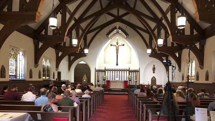Fundada en 1868, la Catedral de Santiago tiene la distinción de ser la congregación episcopal más antigua de South Bend