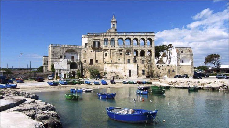 Vista de San Vito desde el mar, Abadías Italianas – Crédito Martulli Viaggi