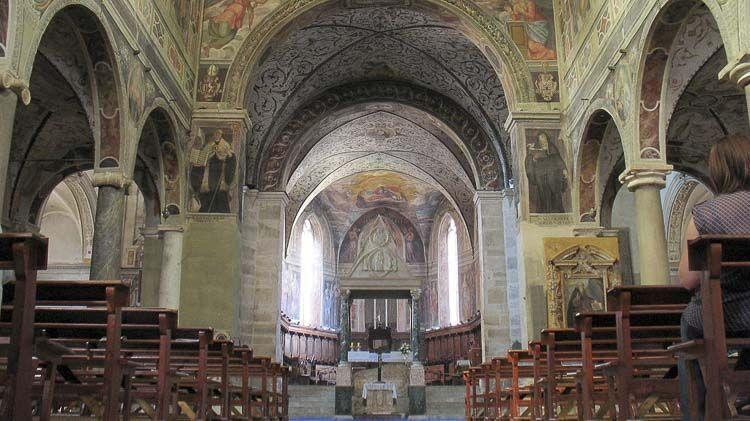 Vista del presbiterio y coro  – Crédito gengish skan