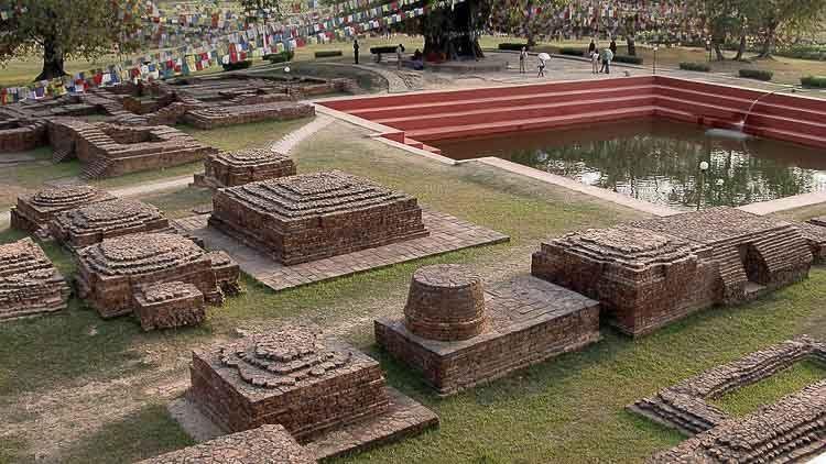 Ruinas que marcan el lugar de nacimiento del Buda – Budismo – Crédito: Par Yves Picq, veton.picq.fr