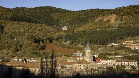 Los monasterios de San Millán de Suso y Yuso son un buen ejemplo de sitios del Patrimonio Mundial que combinan a la perfección religión, turismo y cultura, permitiendo que la vida religiosa continúe ininterrumpidamente desde el siglo VI hasta la actualidad.
