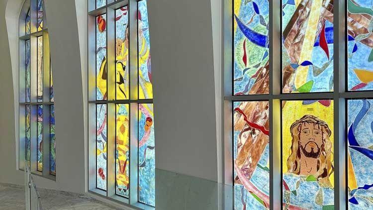 Via Christi en los vitrales del Santuario Nacional Cristo de los Milagros - Bayaguana