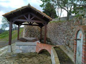 Fuente El Parapetu, Camino de Santiago en Berbes