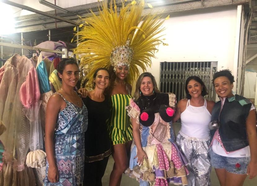Foto das blogueiras de viagem no Tour da Mangueira.