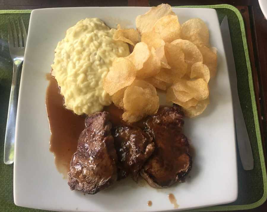Escalope de filet mignon com arroz piamontese do Restaurante 159.
