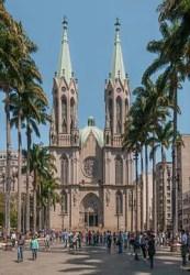 250px Catedral da Sé em São Paulo 208x300 Quais os melhores lugares e ruas para se hospedar no centro de São Paulo