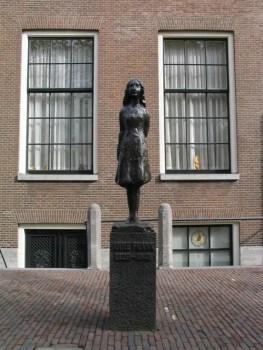 Amsterdam Anne Frank 263x350 A casa da Anne Frank