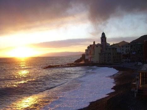 800px Camogli panorama 06 467x350 Road Trip pelo litoral italiano: De Gênova à Cinque Terre