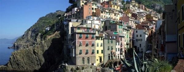 """Cinque Terre 21giu08 1 Riomaggiore 5 600x236 Top5: 5 destinos para curtir o verão: """"Cinque Terre"""" na Itália"""