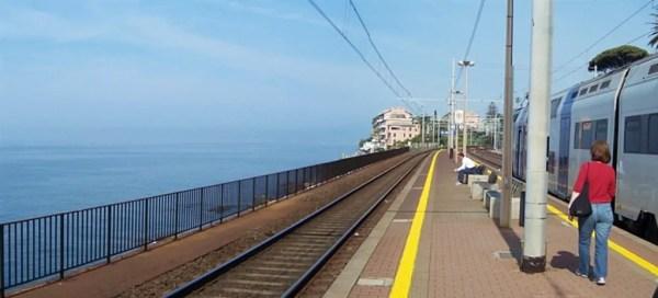 Genova 09mai08 Stazione Nervi 2 600x272 Road Trip pelo litoral italiano: De Gênova à Cinque Terre